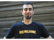 Mustafa från Syrien fick jobb på biodlingsföretag i Värmland.