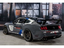 A Ford Performance a 2016-os SEMA Show-n mutatta be a vadonatúj, teljesen versenykész, globális Mustang GT4 versenyautót
