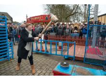 Lisbeth Dahl prøver kræfter ved Kraftprøven til åbningen 2018