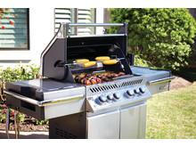 PRO500RSIB-food-on-grill-napoleon-grills