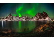 Norrsken fotat i Hamnøy Olstinden, Lofoten i Norge