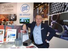 Jens Karlsson presenterar flera produktnyheter hos EB Group.