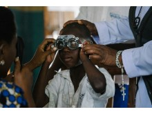 Eyescreening Aman Johnson, 7 year in Singida Tanzania photographer Nahwand Jagg at Sightsavers