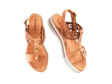 Sandal med nitar och spets