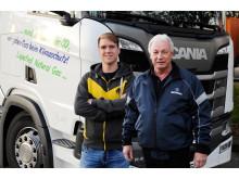 Fahren den Scania R 410 LNG, Werner Stoll (re.) und Harald Steffen