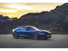 Jag_F-TYPE_R_21MY_Velocity_Blue_Reveal_Switzerland_02.12.19_04