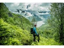 Nicht nur Outdoor-Aktivitäten können nachhaltig sein: Ob Transport, Übernachtung oder Essengehen – Reisende können Ihren Norwegen-Urlaub in allen Aspekten nachhaltig gestalten.