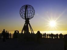 Ein Klassiker unter Mitternachtsonnenfans: Eine Nacht auf dem Plateau des Nordkaps.