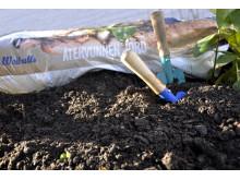 100 % återvunnen jord i trädgårdsmiljö