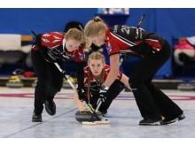 Almida De Val - Curling