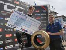 William Winsth tillsammans med Mats Carlsson, Michelin. Foto: Micke Fransson.