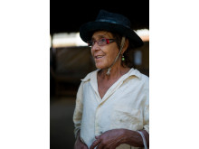 Alda med nya glasögon från Optiker Utan Gränsers senaste resa till Bolivia, 2012