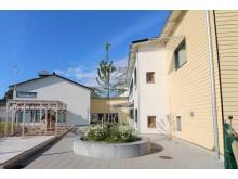 Kareby Förskola i Kungälv byggdes klar 2019. Brandsäker fasad i fibercement. Foto Cembrit