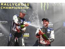 Full sprut! PSRX Volkswagen Sweden-pojkarna njuter av ännu en champagnestund.