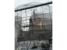 Uppbyggnad av igloon på Gustav Adolfs torg