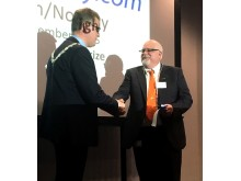 Thomas Potter fra Norconsult mottar Nordic Light Rail Prize 2016 - hr