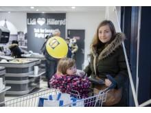 Den nye Lidl-butik i Hillerød tiltrak både små og store kunder på åbningsdagen.