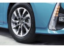 2016-toyota-prius-plug-in-hybrid-05