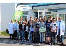 Die 18 neuen Auszubildenden und ihre Ausbilder am Arla Standort Pronsfeld