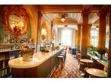 Brasseriets bar med vacker marmordisk
