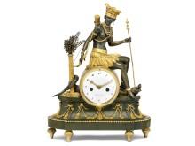 L'Amérique: Directoire-kaminur af forgyldt og patineret bronze, allegori over Amerika. Paris, ca. 1800-1815. Vurdering: 100.000-150.000 kr.