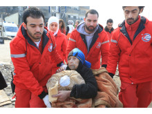 Evakuering av Yarmouk i Syrien - medtagen äldre kvinna