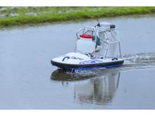 除草剤散布用無人ボート「WATER STRIDER」
