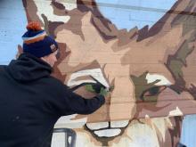 arbete pågår rävens ögon målas Foto Botkyrkabyggen