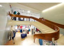 ASICS Flagship Store Stockholm trappa till nedre plan