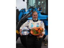 Karin Olsson med blommor efter rekordracet med L60G PCP.
