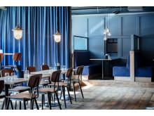 Olika blå toner på restaurang Olivedal