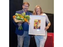Pristagaren Leif Blomqvist tillsammans med Eva Robild från Gröna pennklubben.