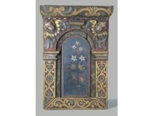 Hängskåp av ek med kyrklig karaktär, troligen 1600-tal.