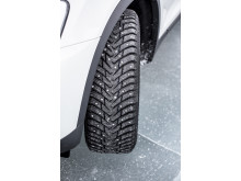 VTT:n tuoreen tutkimuksen tulokset osoittivat, että pito on paras, kun vähintään puolet tiellä ajavista renkaista on nastarenkaita.