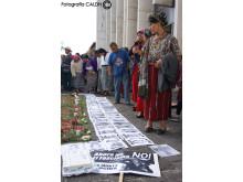 Anhöriga utanför rättsalen i Guatemala city