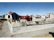 På boligprosjektet Mogreina setter Ottershagen & Hansen AS opp én ringmur om dagen