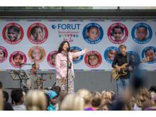 Maj Britt Andersen med band på Barneaksjonens jubileumskonsert