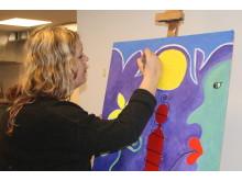 RED BRA nærbilde i malerprosessen PIA NATVIG maler