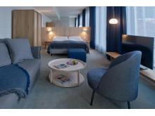 Die Zimmer sind nordisch klar und bieten viel Platz