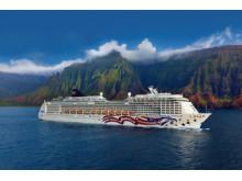 Pride of America sails Hawaiian Islands