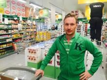 Butikksjef Mikkel Garborg gleder seg til å ønske kundene velkommen til KIWI Stabekk stasjon