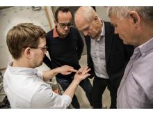 Jonas Bylander och kollegor synar Chalmers första generation kvantdator