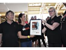 Prinsesse Marie modtager WeFood aktie på Roskilde Festival 2015