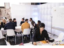 Kreative Workshops zeigen, wie sich Ideenaustausch im Unternehmenskontext aktiv fördern lässt.