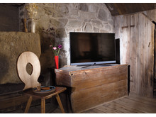 Loewe bild 5: Elegant design and innovative technical features promise a TV experience with a feel-good factor