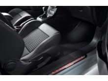 Genfben a Ford bemutatja az új, 200 lóerős Fiesta ST200 modellt; az új Kuga mellett a Ford GT közúti- és versenyváltozata is látható