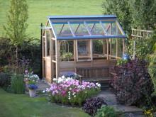 klassiskt växthus i cederträ från Gabriel Ash