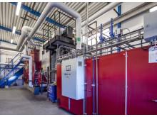 Fastbränslepanna och reservpanna hos Solör Bioenergis anläggning i Lagan.