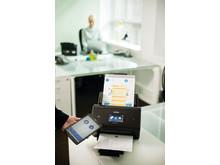 Brotherin ADS-3600W on mobiiliyhteensopiva: voit skannata asiakirjoja kätevästi älypuhelimeen tai tabletille.