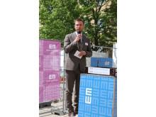 Einar Mattssons koncernchef Stefan Ränk hälsar välkommen till gjutningen